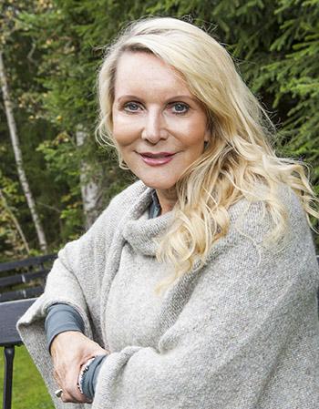 ANNE-KARINE STRØM